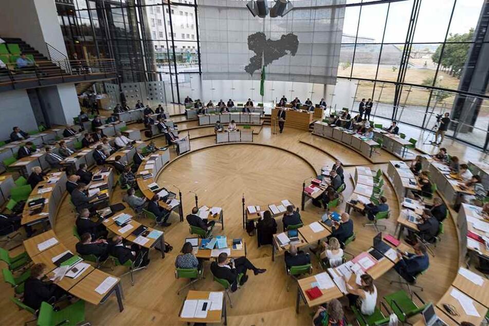 Der Landtag hat sich in die Sommerpause verabschiedet - bis Mitte August.