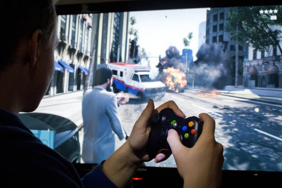 Anstatt die Polizei zu verständigen, zockte der Gamer lieber weiter GTA. (Symbolbild)