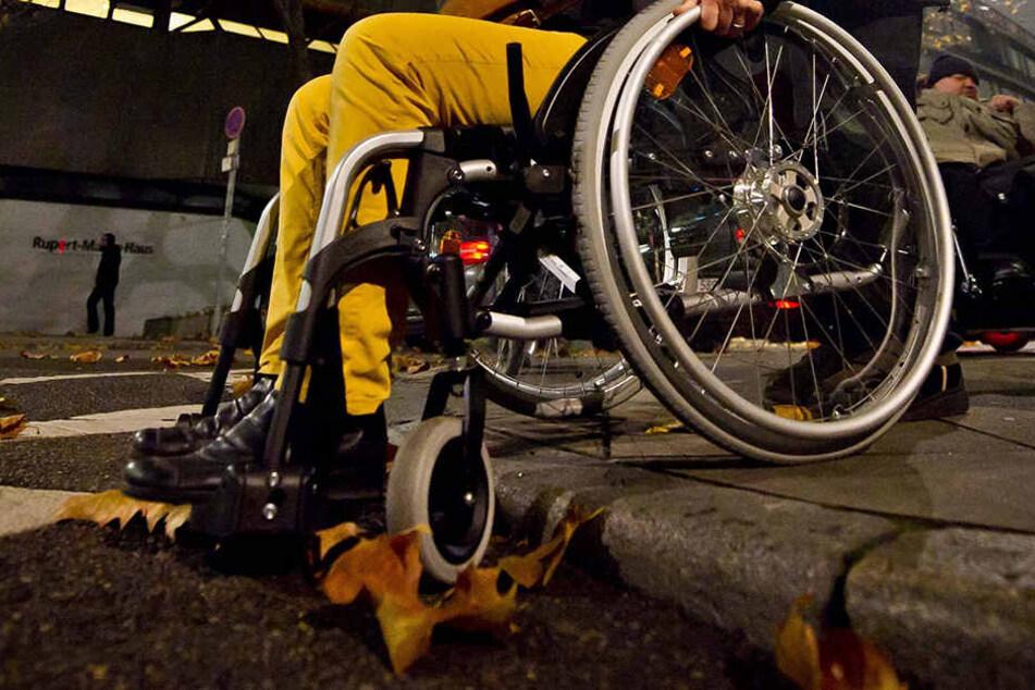 Die 85-jährige Angefahrene erlitt Verletzungen an Armen und Beinen.