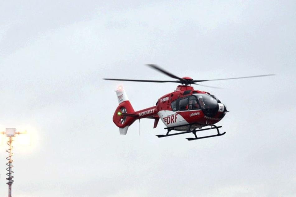 Der 49-Jährige wurde schwer verletzt ins Krankenhaus geflogen (Symbolbild).