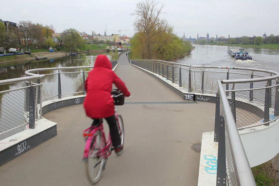 Blick von der Brücke in Richtung Tatort in Höhe des Hafens.