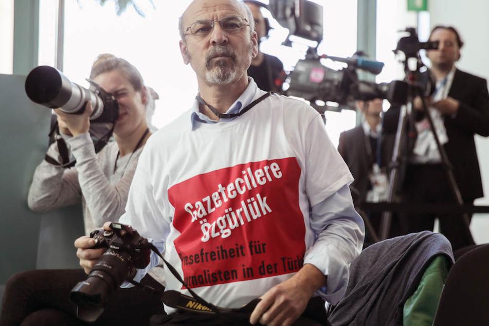 Bei der PK wurde der regierungskritische Journalist Adil Yigit (60) aus dem Raum geführt.