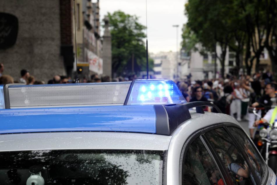 In Dresden wurde ein Mann und ein Kind von einer 37-Jährigen bedroht.
