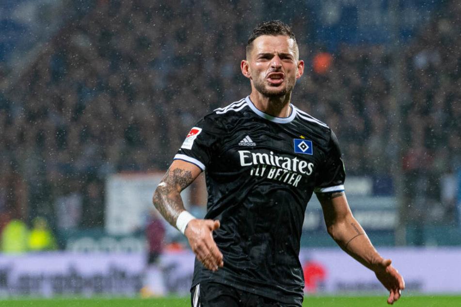 Tim Leibold jubelt über seinen ersten Treffer im HSV-Dress.