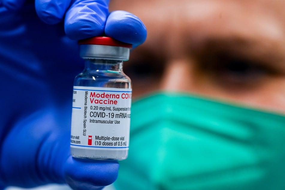 Berlin will die erstmals gelieferten Impfdosen des US-Herstellers Moderna wegen Verdachts auf Qualitätsmängel zunächst zurückhalten.