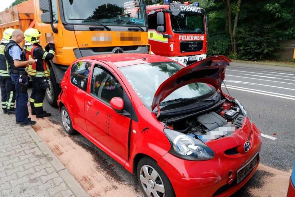 Der schwere Unfall legte am Freitagnachmittag gegen 15 Uhr auf der Leipziger Straße den Verkehr lahm. (Symbolbild)