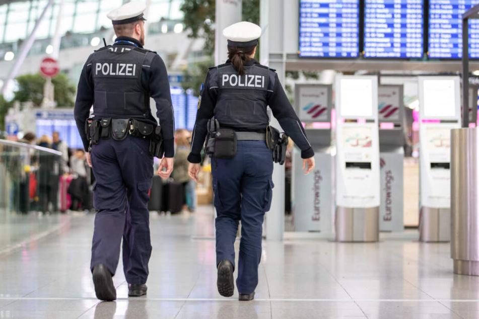 4,6 Promille: Betrunkener beschimpft Flug-Reisende und will Maschinenpistole ergattern!