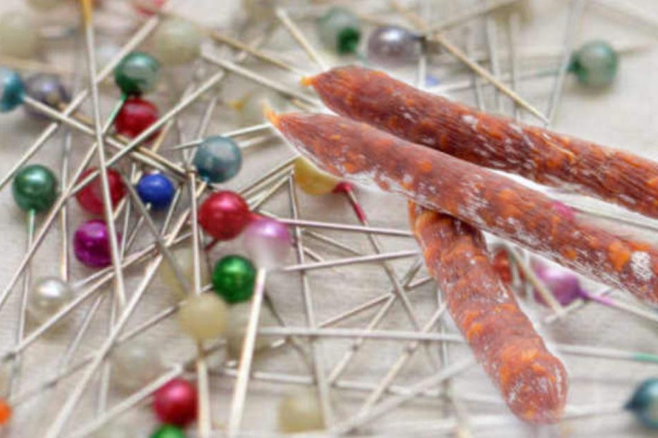 Nach Backwaren und Süßspeisen in anderen Fällen, wurde eine Stecknadel erneut in einer Wurst gefunden. (Symbolbild)