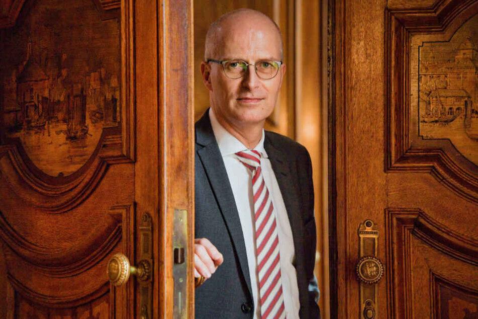 Die Opposition fordert, dass sich Bürgermeister Peter Tschentscher zu den Vorgängen erklärt. (Archivbild)
