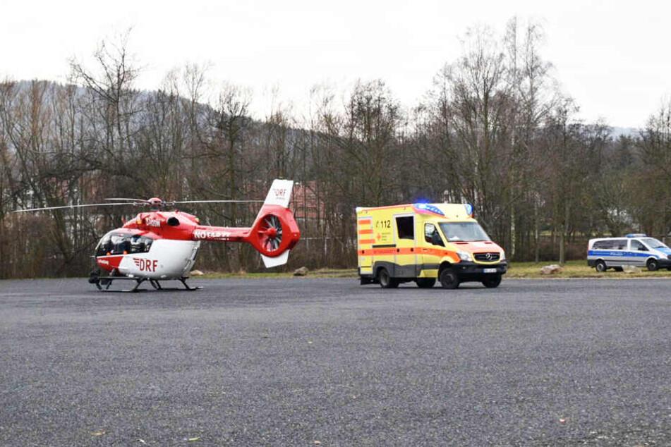 Mit RTW und Hubschrauber ging es für die Schwerverletzten in ein Krankenhaus.