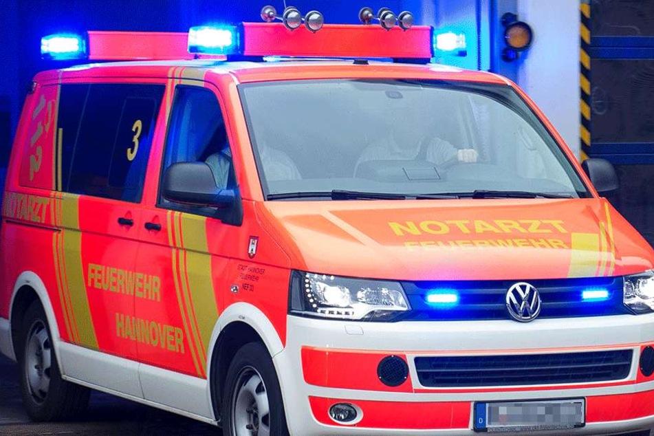 Der Fahrer wurde schwer verletzt (Symbolbild).