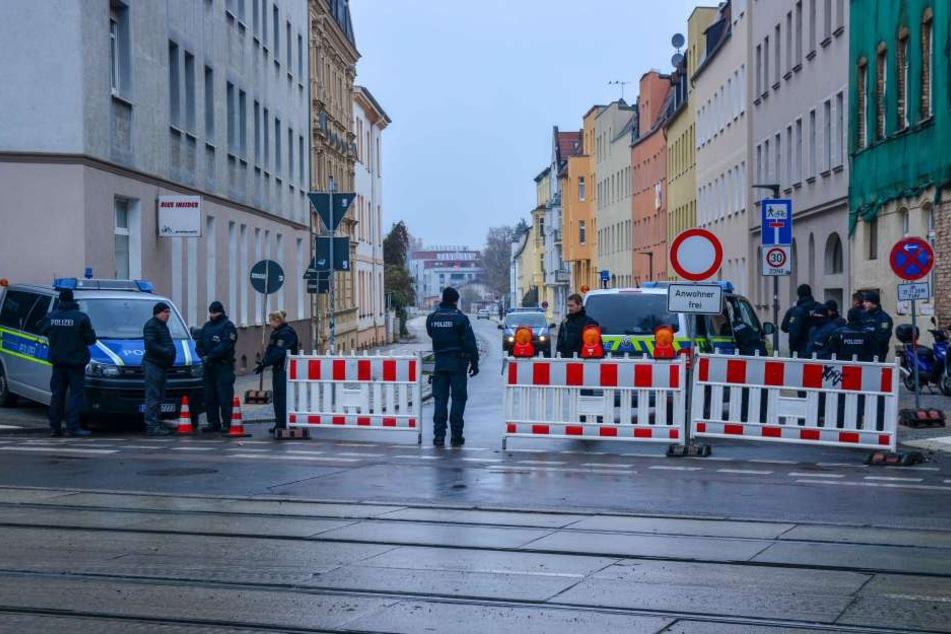 """Polizeisperre für die Räumung der """"Hasi""""."""
