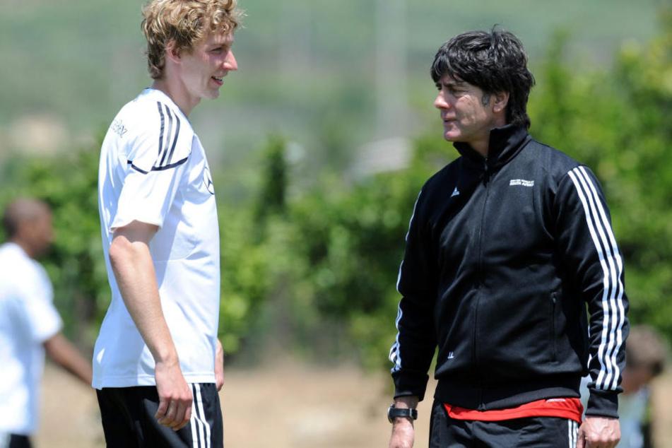 Kießling mit Nationaltrainer Joachim Löw im Jahr 2010.