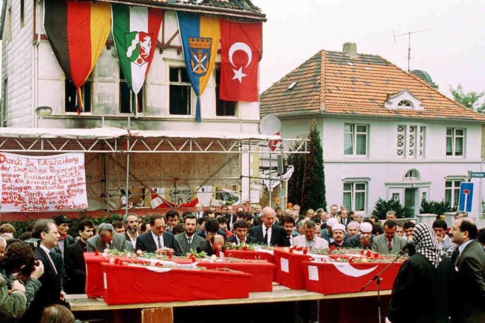 In der Nacht des 29. Mai 1993 hatten vier rechtsradikale Männer das Haus der Familie Genc in Nordrhein-Westfalen angezündet. Fünf Frauen und Mädchen starben.