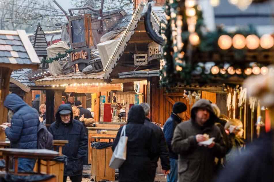 Der Wandsbeker Winterzauber lockte gleich am ersten Tag zahlreiche Besucher an.