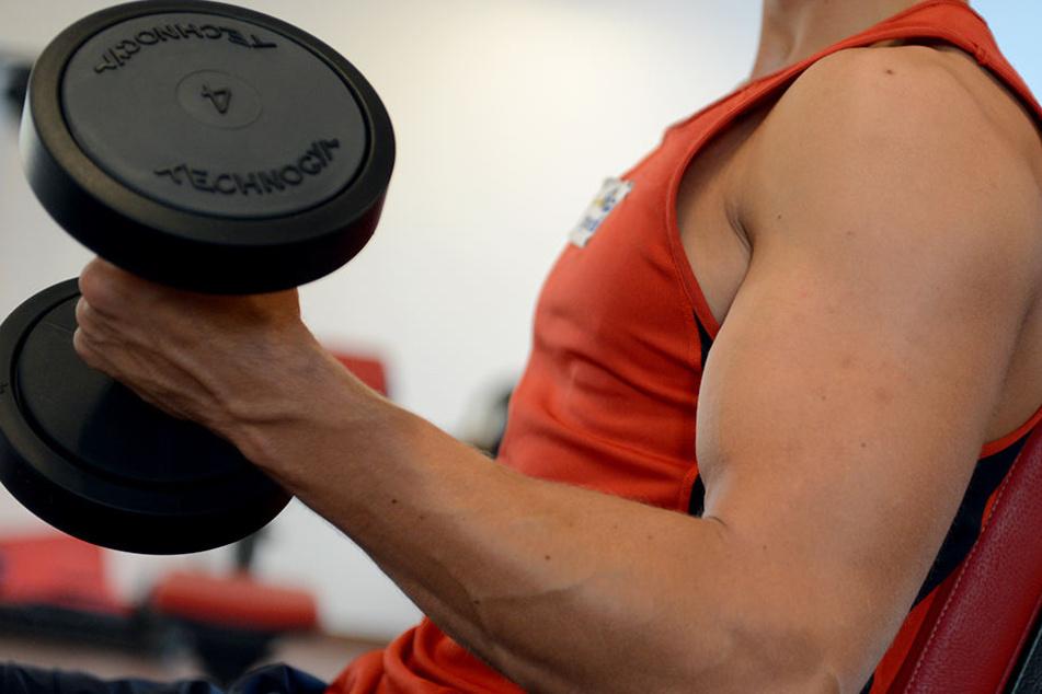 32-Jähriger dreht in Fitness-Studio durch und wirft mit Hanteln