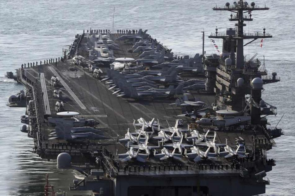 """Nach Raketentests durch Nordkorea hatten die USA am Wochenende mit der Verlegung des Flugzeugträgers """"USS Carl Vinson"""" begonnen."""