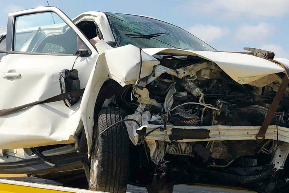Ein Nissan-Fahrer hat auf der Bundesstraße 15 für einen schweren Unfall gesorgt.