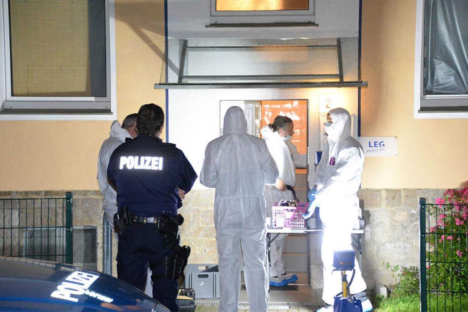 Mutter und Kind tot aufgefunden:  Tatverdächtiger auf der Flucht!