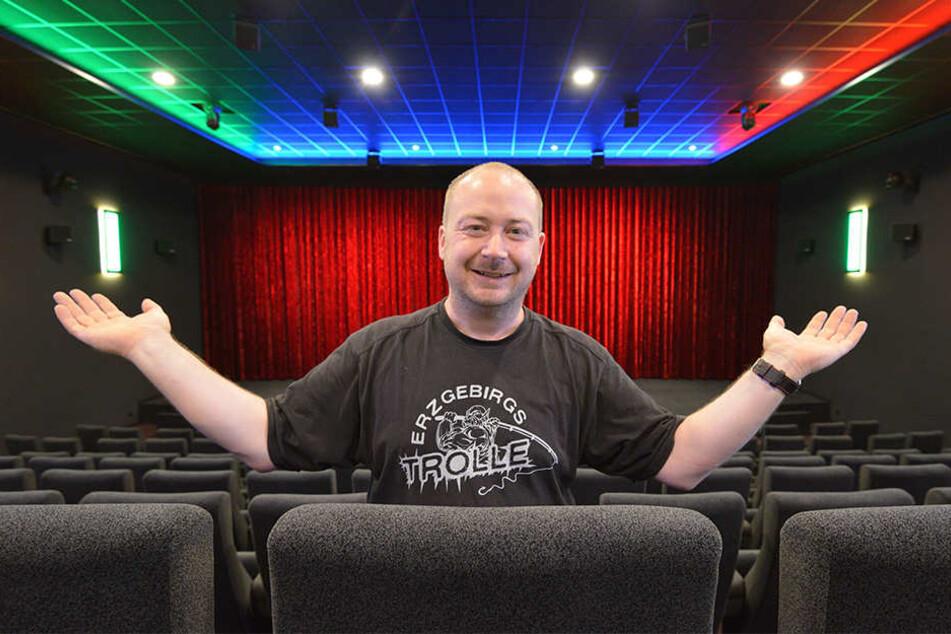 Endlich ist es fertig: Olaf Müller (42) ist stolz auf sein neues Kino.