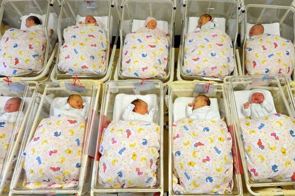 Immer mehr Babys werden in Berlin geboren und stellen die Kliniken vor größere Herausforderungen.