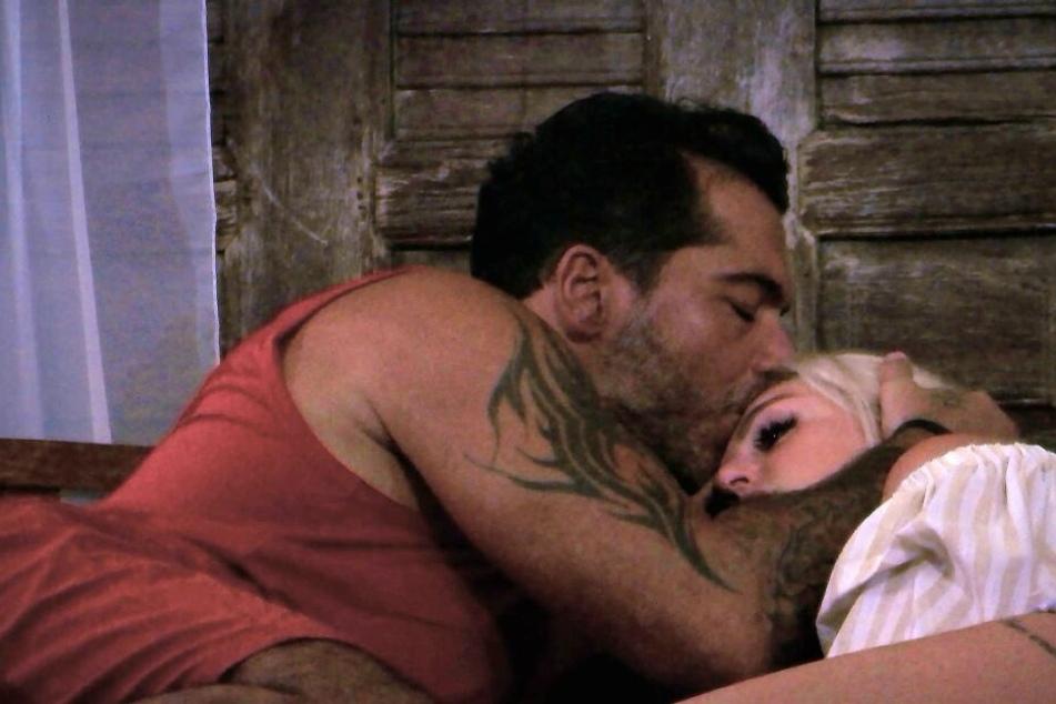 Verdächtig: Auf einmal kuschelt Aurelio mit Neuzugang Samantha.