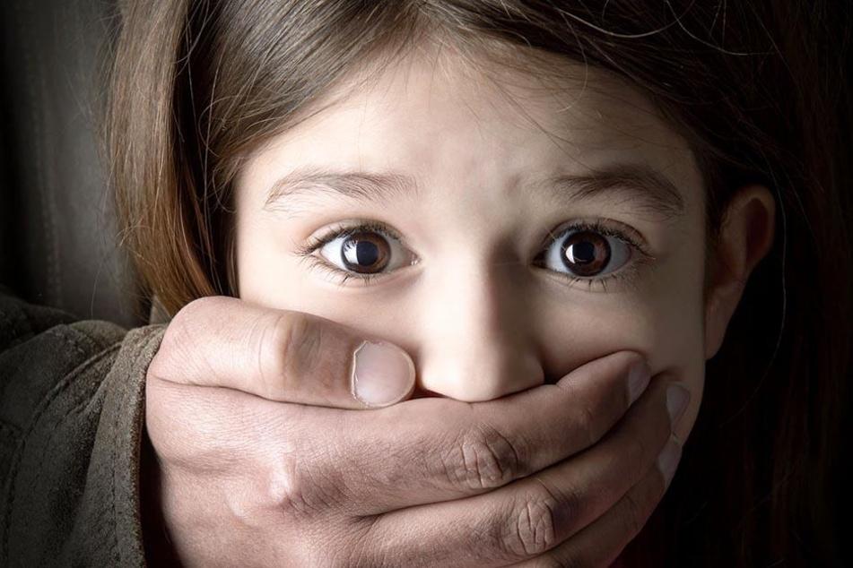 Ein deutscher Geschäftsmann wollte ein 13-jähriges Mädchen in den USA quälen und sexuell erniedrigen. (Symbolbild)