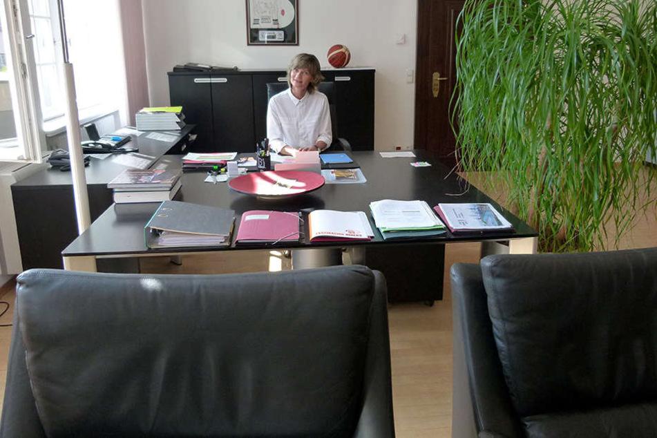 Nach 13 Jahren kommen die Möbel bei OB Ludwig (54, SPD) raus.