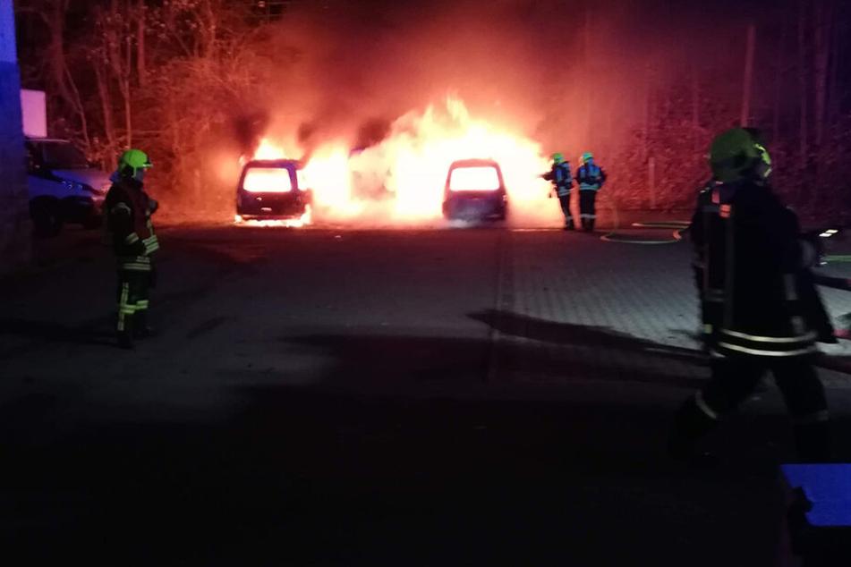 Mehrere Fahrzeuge standen in Annaberg in Flammen.