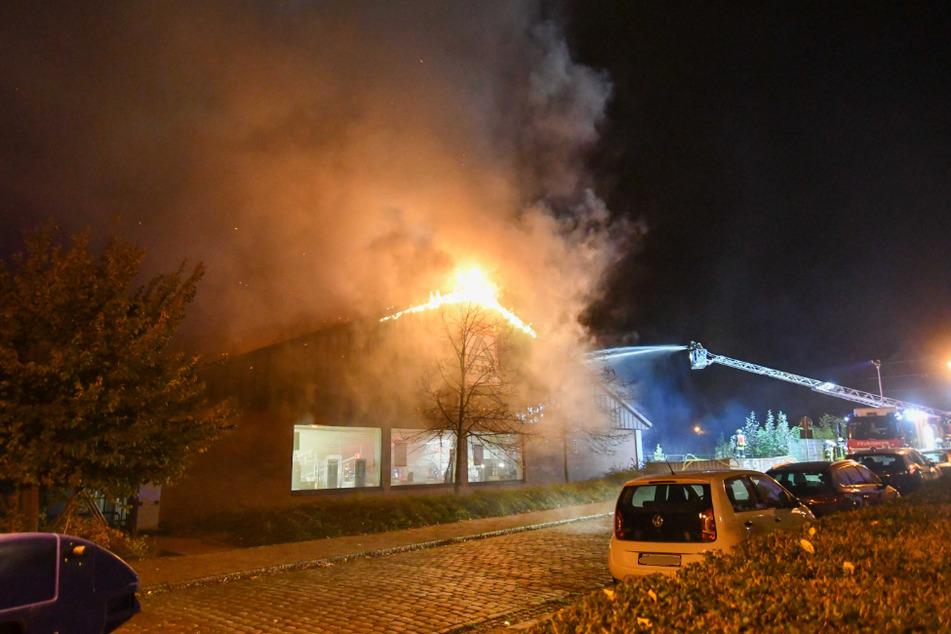 Ein Großaufgebot der Feuerwehr bekämpfte die Flammen.