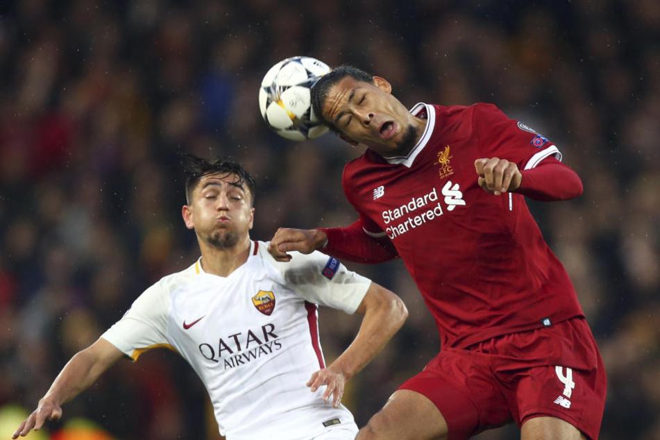 FC Liverpool - AS Rom: Virgil Van Dijk (r) vom FC Liverpool gegen Cengiz Under vom AS Rom.