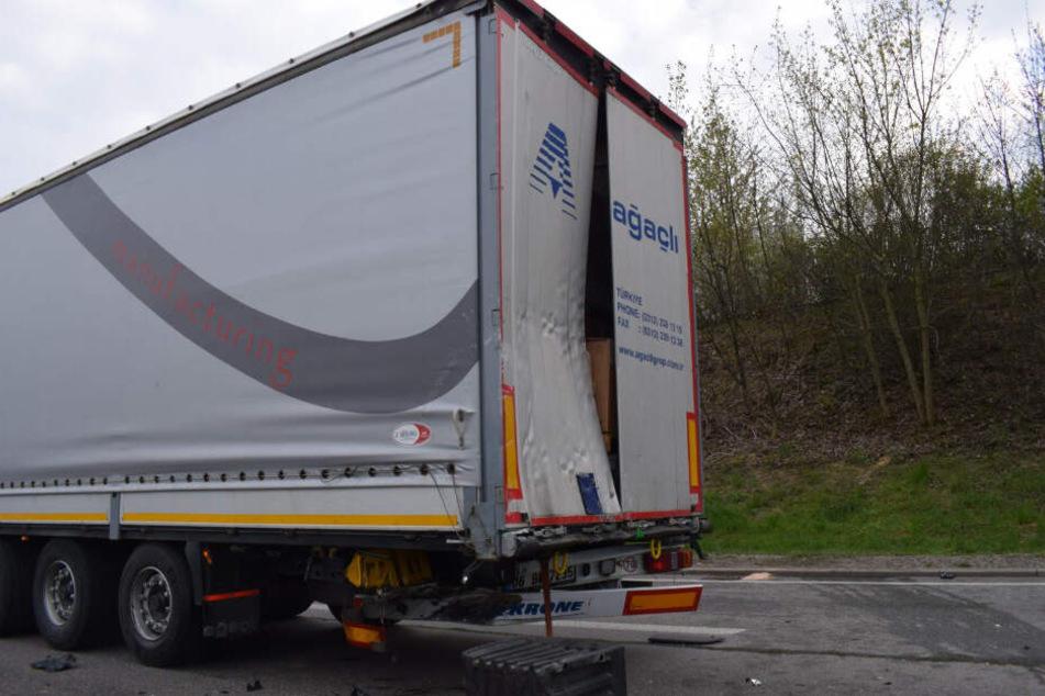 Der Transporter raste fast ungebremst in den Auflieger des LKWs am Stauende.
