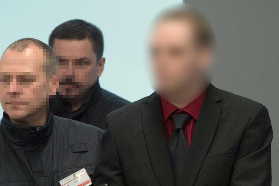 Der Hauptangeklagte Timo S. (28, re.)  wurde am Freitag massiv belastet.