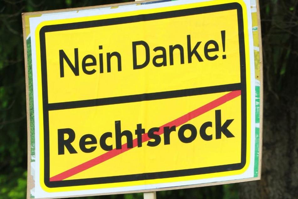Bürgerbündnisse, die evangelische Kirche und Parteien hatten bereits mehrfach gegen das Rechtsrockkonzert protestiert.