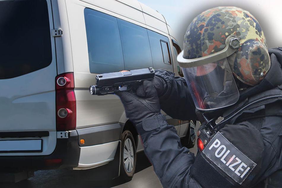 Ein Sondereinsatzkommande der Polizei überwältigte den Bus-Entführer in Höxter.