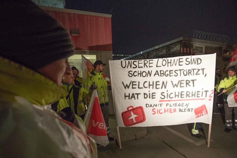 Am Mittwochmorgen streiken Mitarbeiter des Bodenpersonals in Tegel für bessere Löhne.