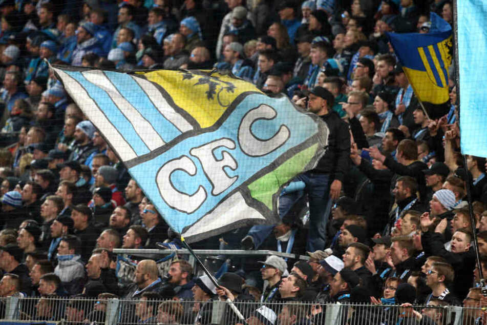 """Damit die CFC-Fans weiter in der dritten Liga jubeln können, fehlen dem Verein nach dem DFB-Erlass """"nur"""" noch 2,5 Millionen Euro zum finanziellen Klassenerhalt."""