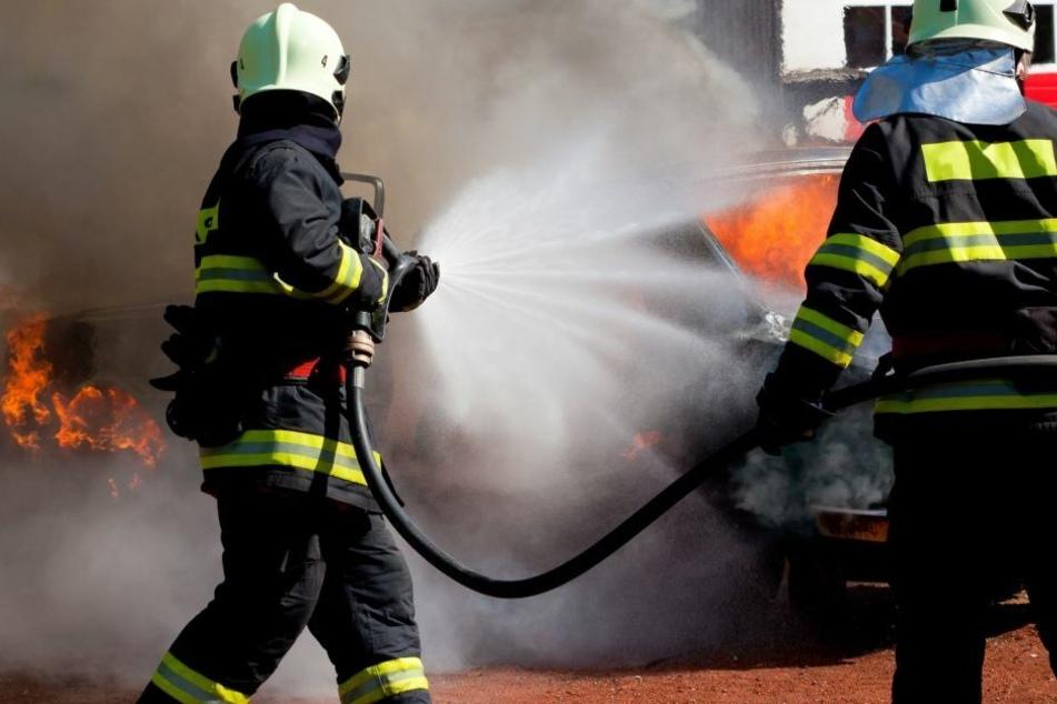 Am frühen Sonntagmorgen rückte die Feuerwehr zum Einsatz in Leipzig-Grünau aus. (Symbolbild)