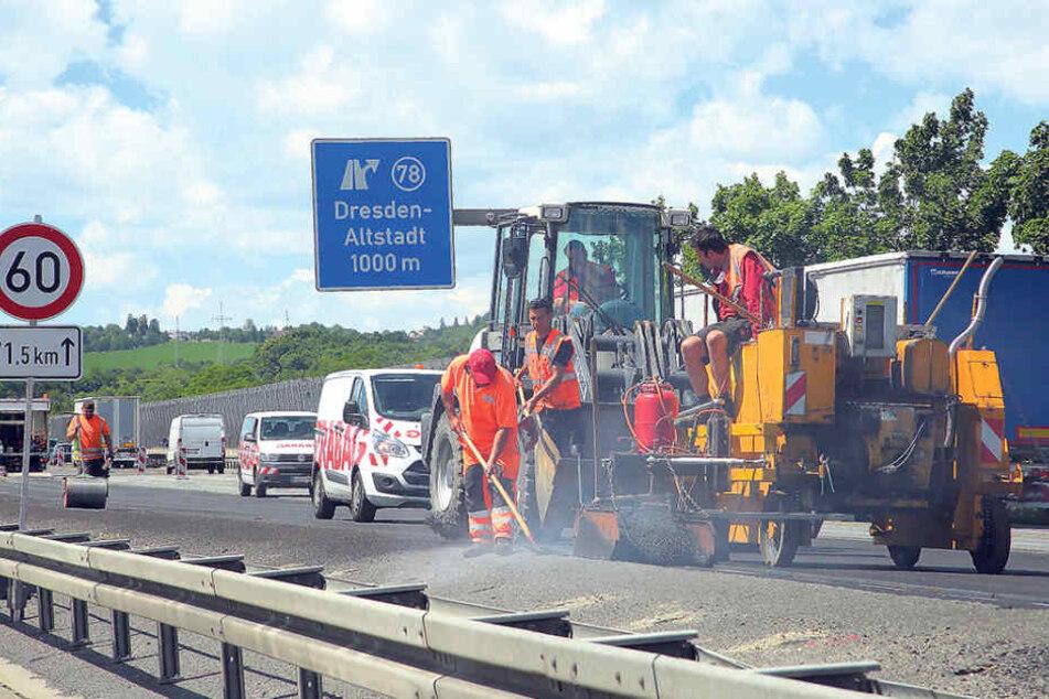 Richtung Chemnitz auf der A4 bei Dresden sind die Bauarbeiter schon jetzt am  Werkeln. Auch hier wird die Fahrbahn saniert.