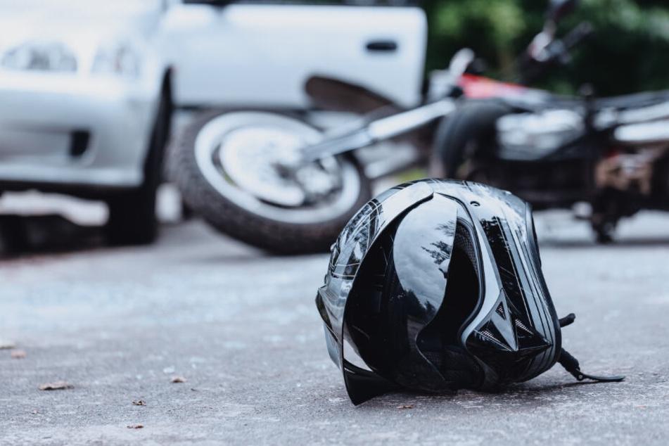Der 54-jährige Biker starb noch am Unfallort. (Symbolbild)