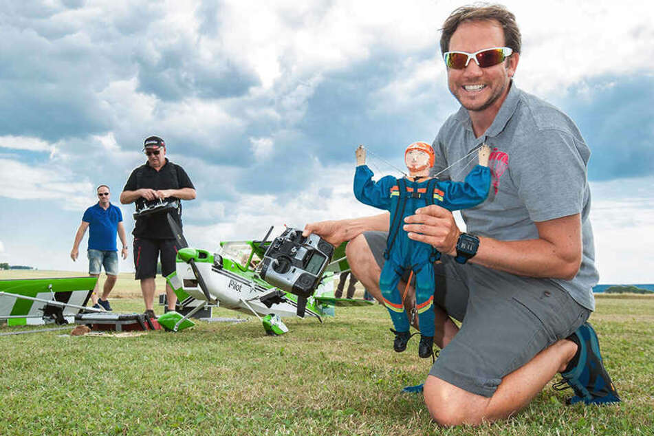 Sächsische Meisterschaft: Puppen hängen am Fallschirm!