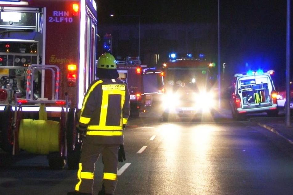 Mit mehreren Einsatzwagen war die Feuerwehr vor Ort.