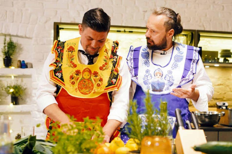 """""""Kitchen Impossible"""": Tim Mälzer lässt Gegner bei Ex-Kreml-Koch auflaufen"""