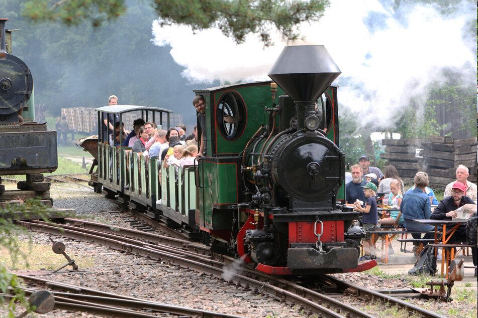 Wer schon immer mal in einer historischen Lokomotive mitfahren wollte, ist hier richtig.