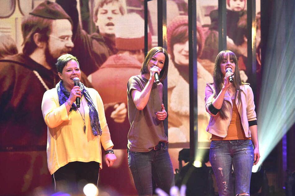 Heute singen Claudia (l.) und Sabrina (r.) gemeinsam mit Christina Stürmer (37, mitte) für ihre Mutter.