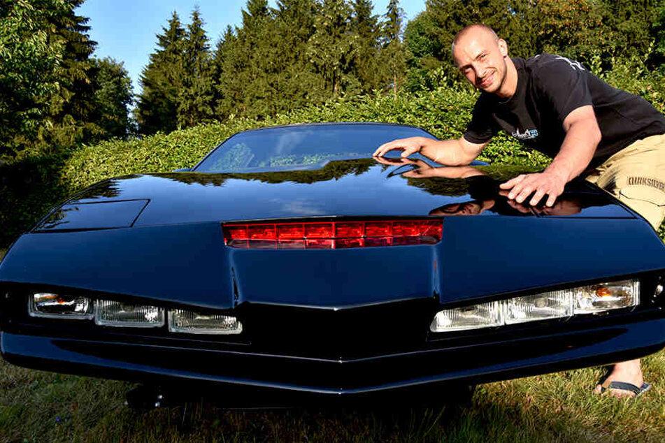 Aaron Böttcher (31) aus dem Vogtland baut einen alten Pontiac Firebird zum Knight-Rider-Mobil um.