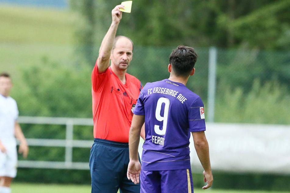 Heißsporn Arianit Ferati sieht gegen Liberec Gelb. Er muss sich beherrschen, in der Meisterschaft kann das dumm ausgehen.