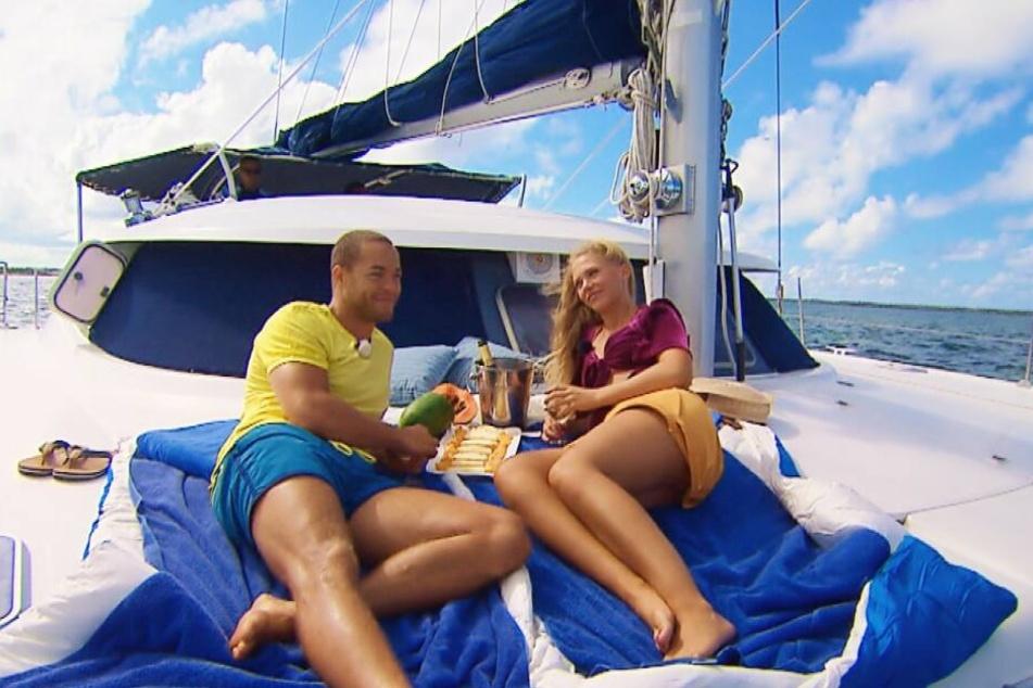 Andrej und Vanessa fuhren mit einem Katamaran aufs offene Meer hinaus.