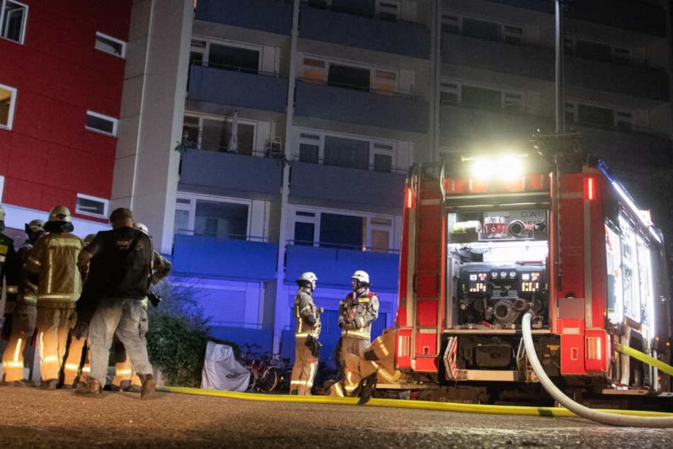 Kameraden der Feuerwehr fanden im Haus mehrere Brandausbruchsstellen. (Symbolbild)