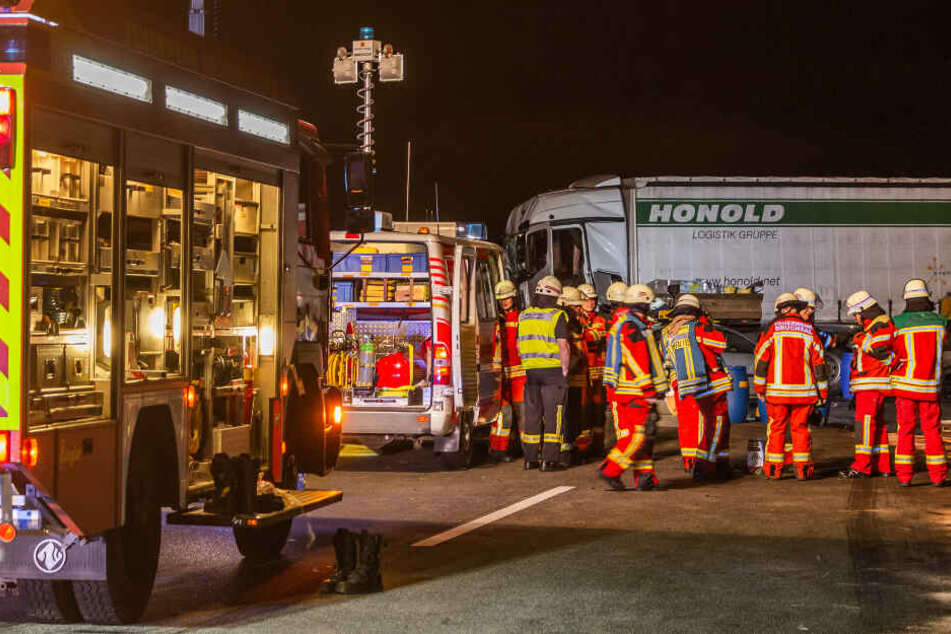 Vollsperrung nach Crash auf A5: Mehrere Schwerverletzte